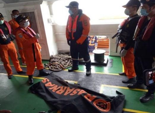 Temuan potongan tubuh diduga korban terjatuhnya Pesawat Sriwijaya Air. SINDOphoto.