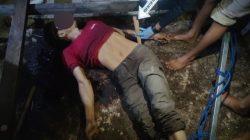 Polisi melakukan olah TKP penemuan Jasad pria di dalam bangunan sarang burung walet di jalan Akhmad Yani Puruk Cahu