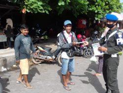 Giliran Denpom Sampit Turun ke Jalan Bagi Masker