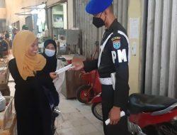 Tekan Penyebaran Covid-19, Pomdam Tanjung Pura Bagi Masker di Pasar