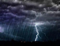 Rabu Besok: Kota Palembang, Pekanbaru, Ambon, Pontianak, Bandung, Jambi, dan Banda Aceh Hujan Disertai Petir