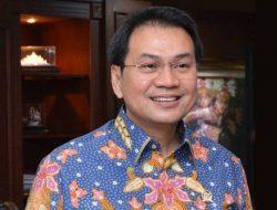 Dengan Tangan Diborgol, Azis Syamsuddin Ditahan KPK