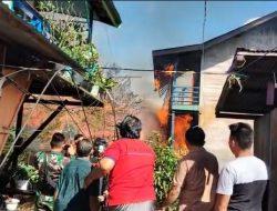 Muara Teweh Berkobar Lagi. Giliran Barak 15 Pintu Terbakar di Kelurahan Melayu