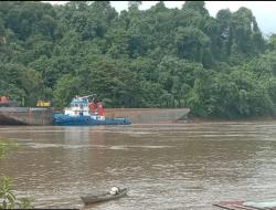 Ditabrak Tongkang Kabel Listrik di Desa Buntok Baru Putus